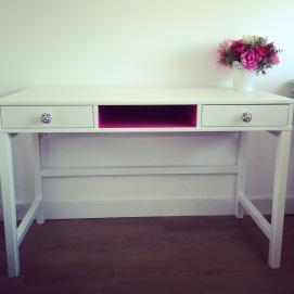 Bureau blanc & niche rose